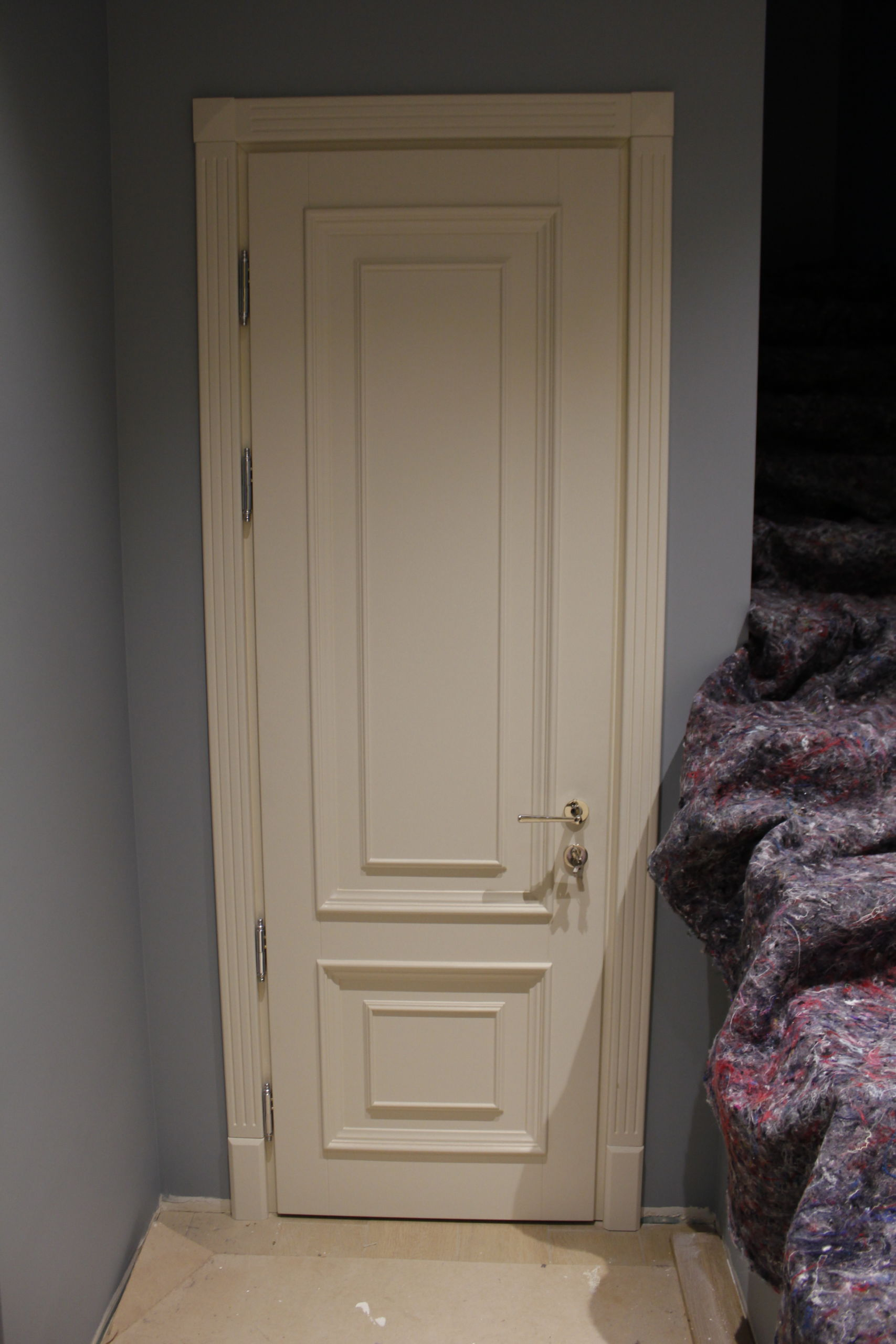 классические белые двери эмаль
